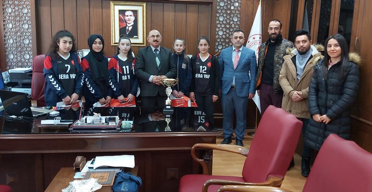 İskilip'in Dart Şampiyonları Atcıoğlu'nu Ziyaret Etti