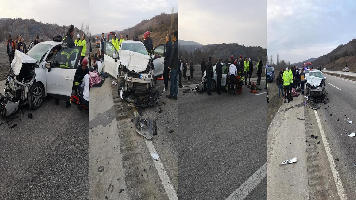 Otomobil Traktöre Çarptı: 2'si Ağır 3 Yaralı