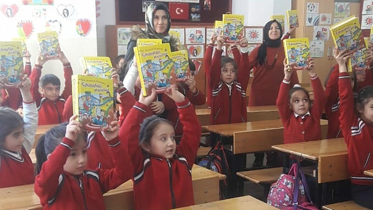 Ünlü Yazardan FSM İlkokuluna Ziyaret